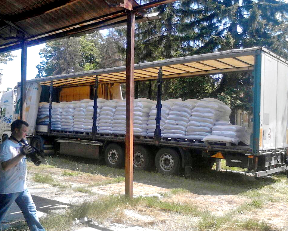 "190 TONS OF FODDER FROM ""DELTA AGRAR"" TO FARMERS IN 7 MUNICIPALITIES IN SERBIA"